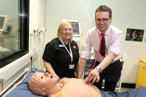 Skills Trainer Debbie Thomas gives Cllr Huw David some training on a mannequin in USW's  Clinical Simulation Suite. Neil Gibson, October 2017