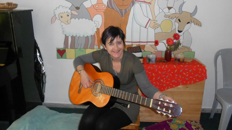 Liz Coombes - Music Therapy