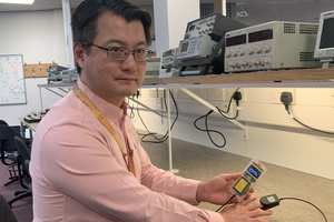 Jasin Xiao Guo of USW with the pulse oximeter