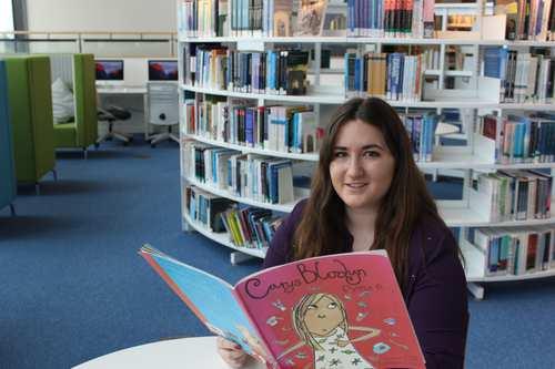 Rebecca Griffiths_BA (Anrh) Astudiaethau Cynradd gyda SAC